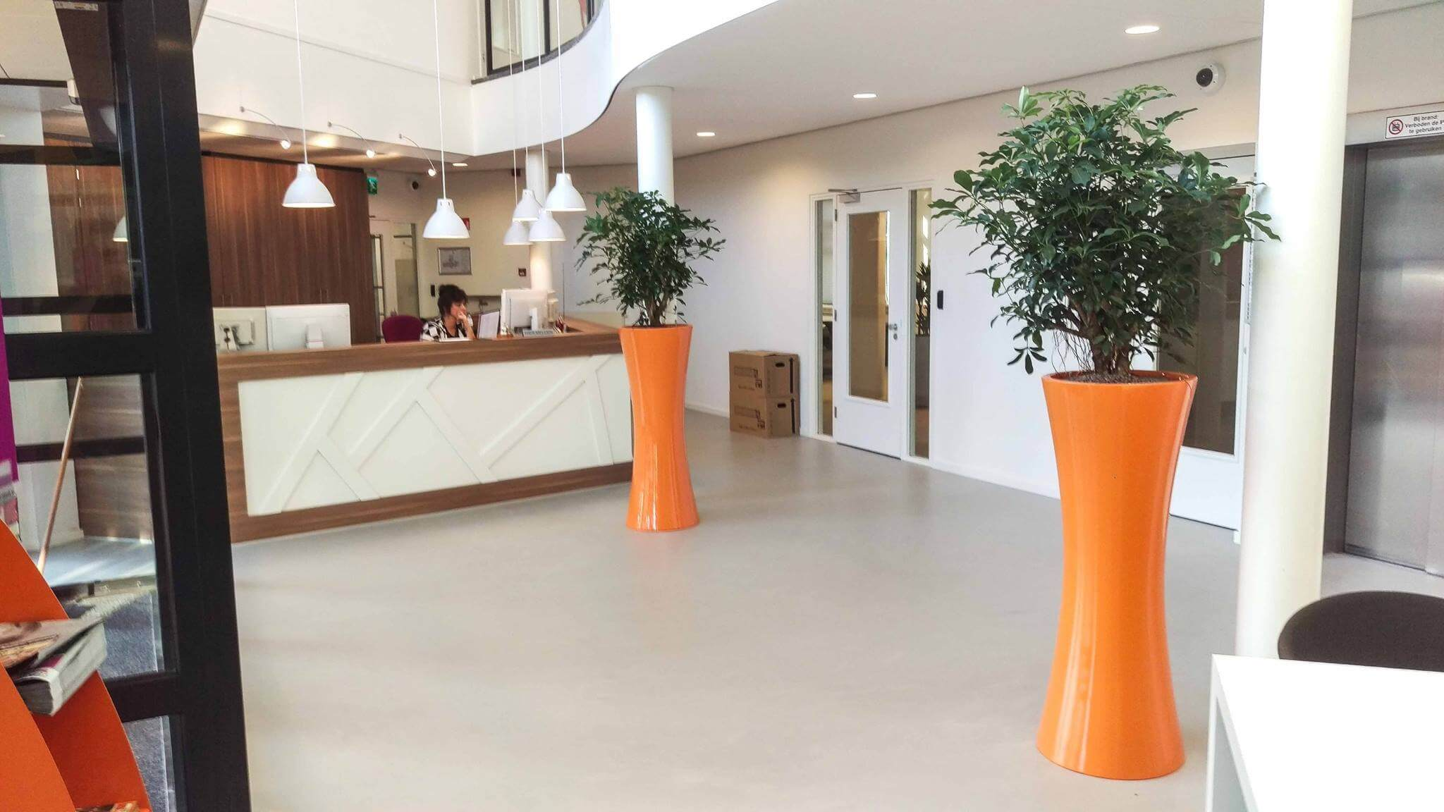Oranje plantenbakken