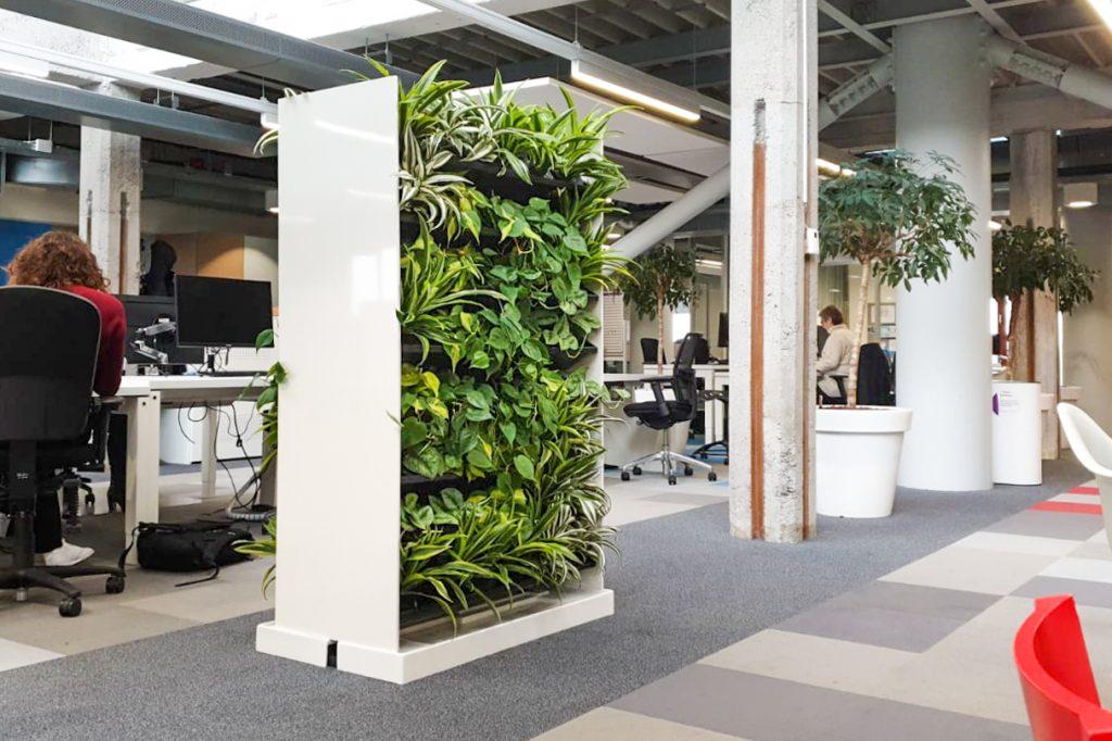 Room divider met hydro planten