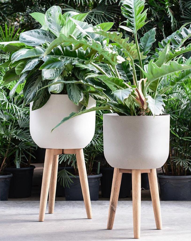 Refined retro planter