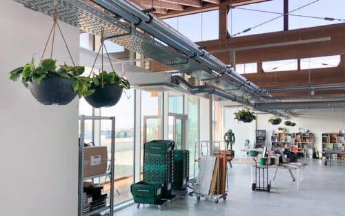 Hangschalen op kantoor in Deventer
